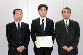 授与式:左から、FMMC浅見専務理事、パイプドビッツ佐谷、ASPIC河合会長